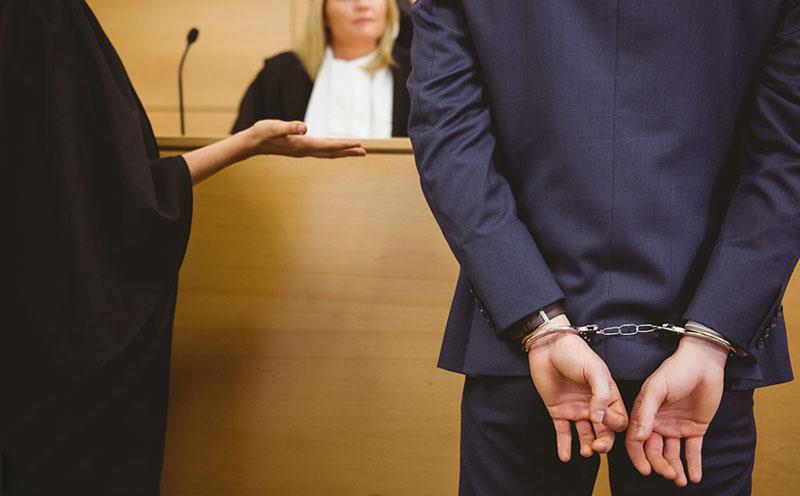 被告的行为是否构成抢劫罪