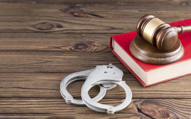 被告人对犯抢劫罪证据不足,依法不应当被认定为罪名成立