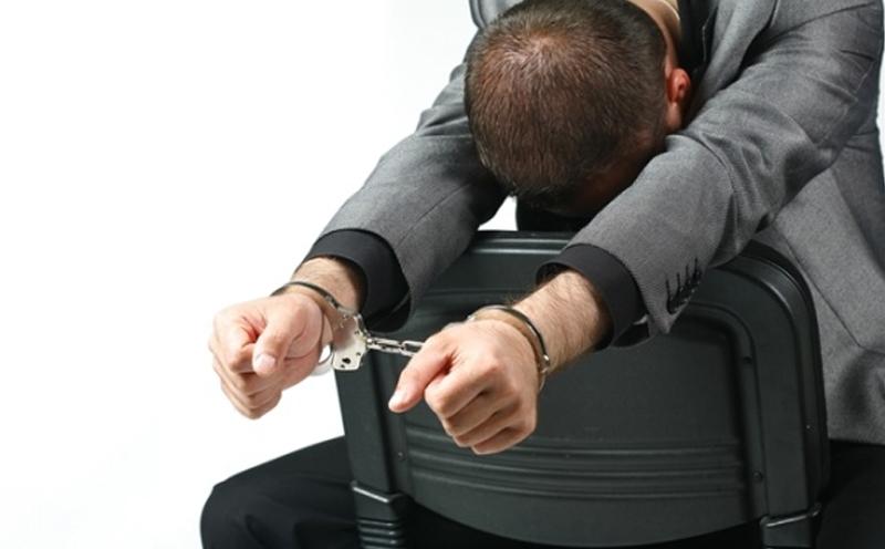 被告赵某犯盗窃罪,判处拘役四个月,并处罚金人民币1000元