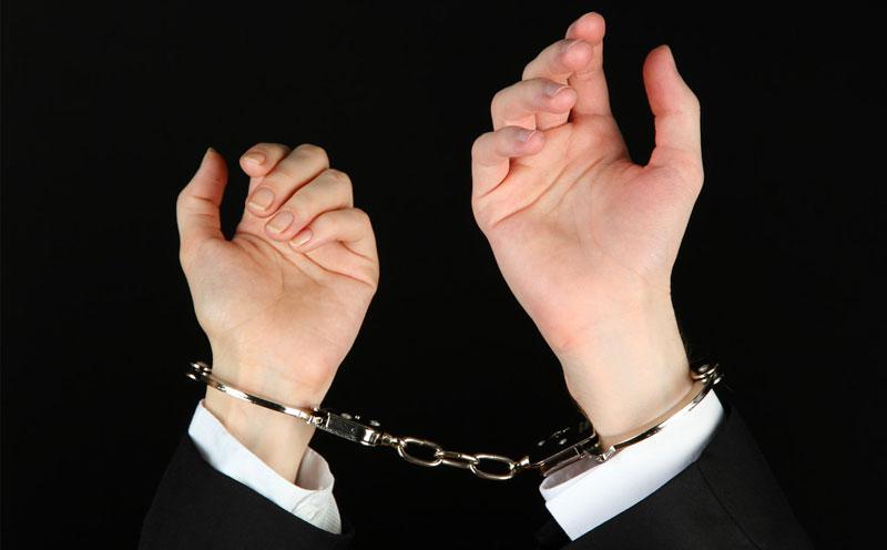 向公安机关控告何某涉嫌强奸