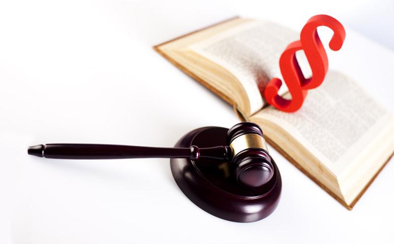 被告人无视国家法律,未经许可经营属于专营、专卖品的香烟,数额达30余万元