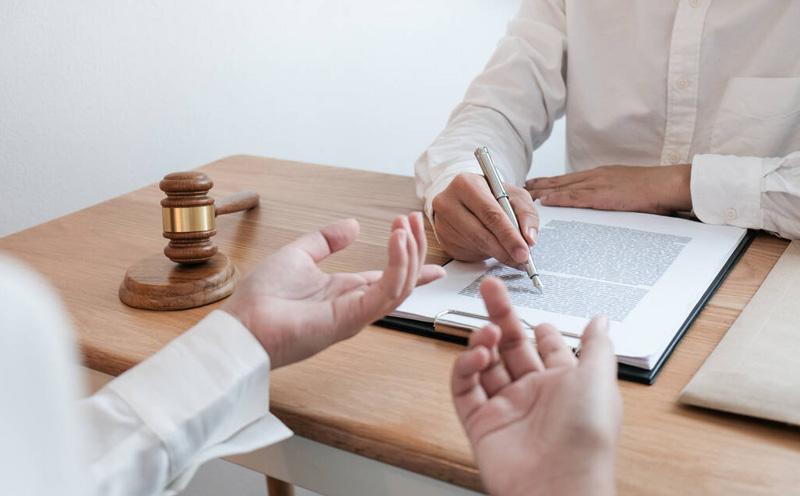 开庭前请律师有什么用