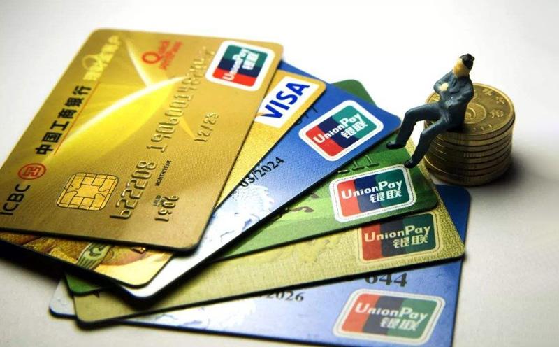 盗窃信用卡并使用的,依照本法第二百六十四条的规定定罪处罚