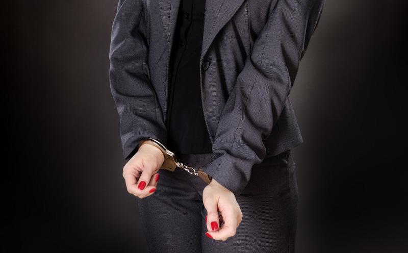 被告人金某某,女,因涉嫌销售假药罪被市公安局龙岗分局取保候审