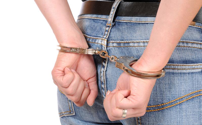 被告人刘泽某,女,因涉嫌非法经营罪被抓获