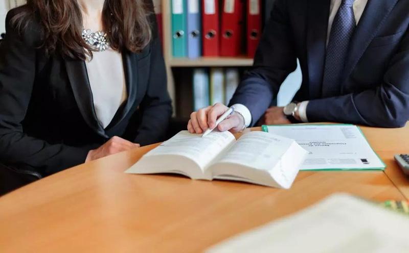 律师服务是一种高智商、要求有丰富经验的脑力劳动