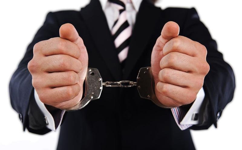 被告人李某某销售假冒注册商标的商标被刑事拘留