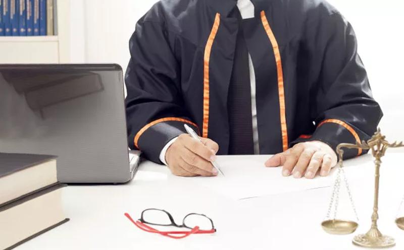律师会见被告人时,应注意了解被告人的陈述和辩解