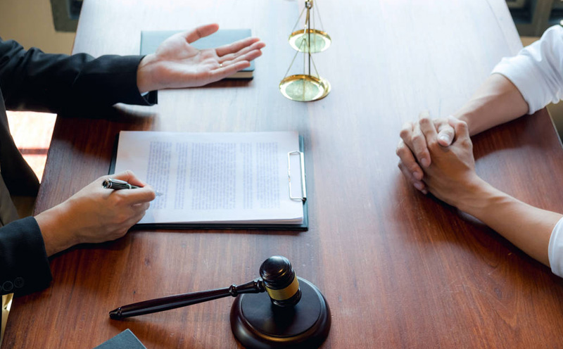 为嫌疑人提供尽可能详尽的法律解释有助于嫌疑人清醒认识自己的问题
