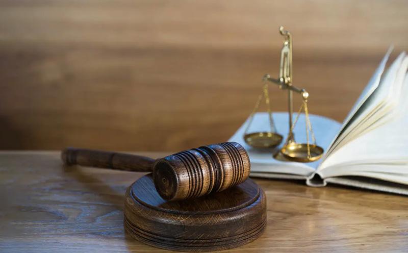 审判阶段分为一审、二审和再审